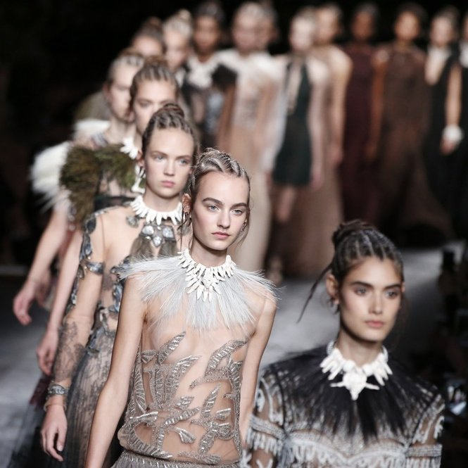 Models present creations for Valentino during the 2016 Spring/Summer ready-to-wear collection fashion show, on October 6, 2015 in Paris.         AFP PHOTO / PATRICK KOVARIK        (Photo credit should read PATRICK KOVARIK/AFP/Getty Images)