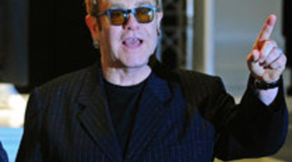 Elton John setzt sich für Kinder ein