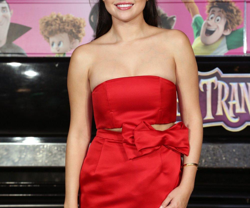 Selena Gomez spielt Amor für Nina Dobrev