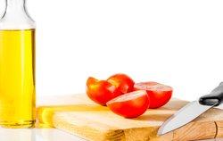 Öl und Tomaten als natürlicher Sonnenschutz