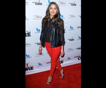 Star mit roter Jeans