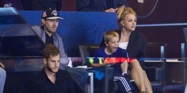 Britney Spears beim Hockey mit David Lucado und ihrem Sohn.