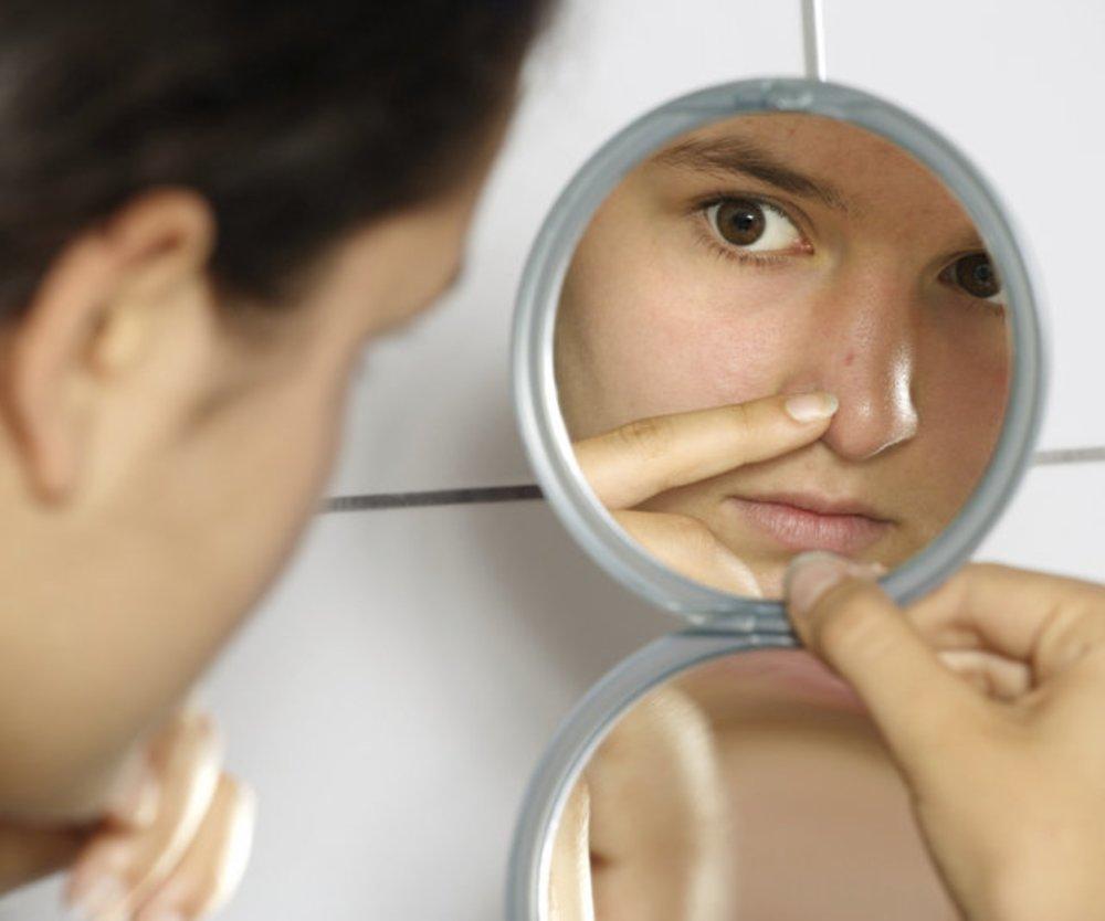 Schülerinnen schenken Selbstbewusstsein durch süße Spiegel-Kampagne