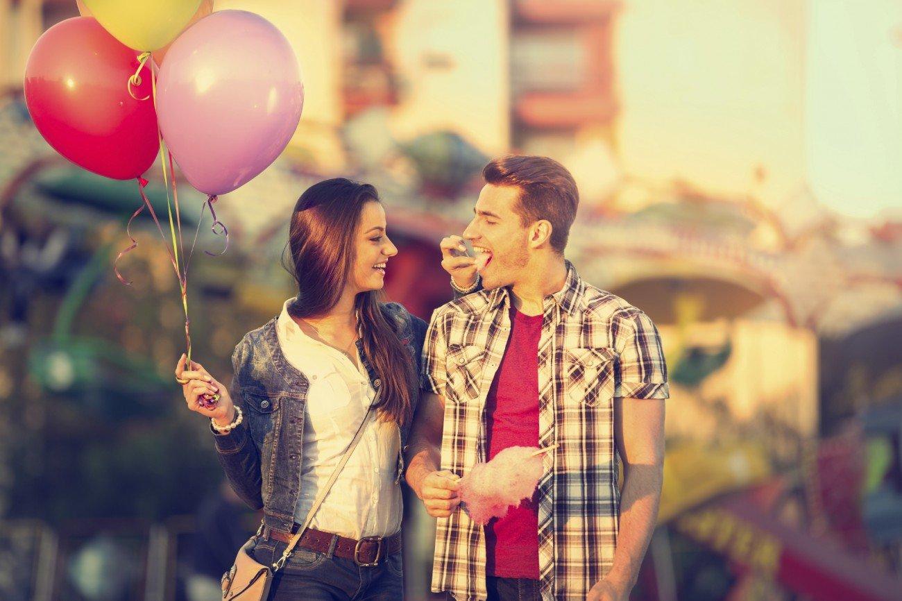 Paar im Freizeitpark