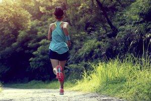 Beim Joggen kannst Du nicht nur Deine Seele baumeln lassen, sondern auch super Kalorien verbrennen.