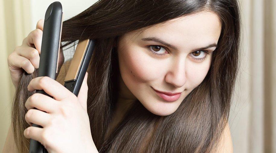 Haare mit Glätteisen