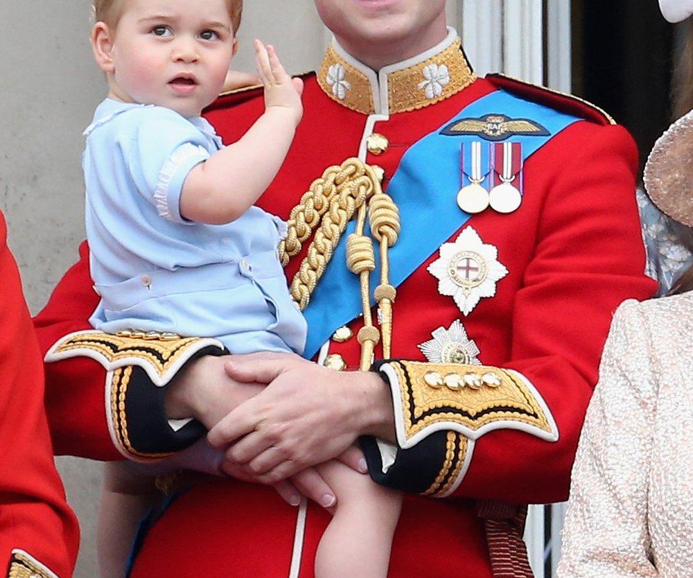 Prinz George winkt Prinz Harry zum Abschied