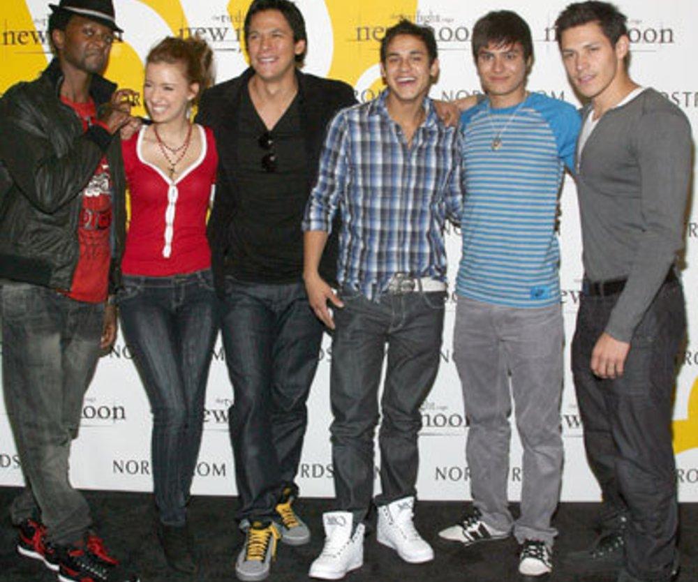 Twilight Stars Edi Gathegi, Christian Serratos, Chaske Spencer, Bronson Pelletier, Kiowa Gordon und Alex Meraz