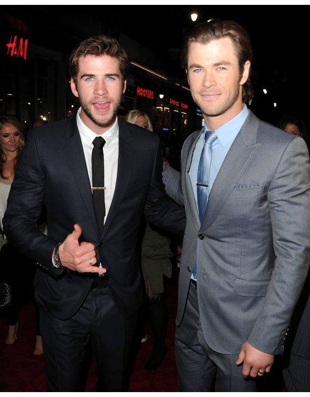 Liam Hemsworth und Chris Hemsworth bei einer Veranstaltung