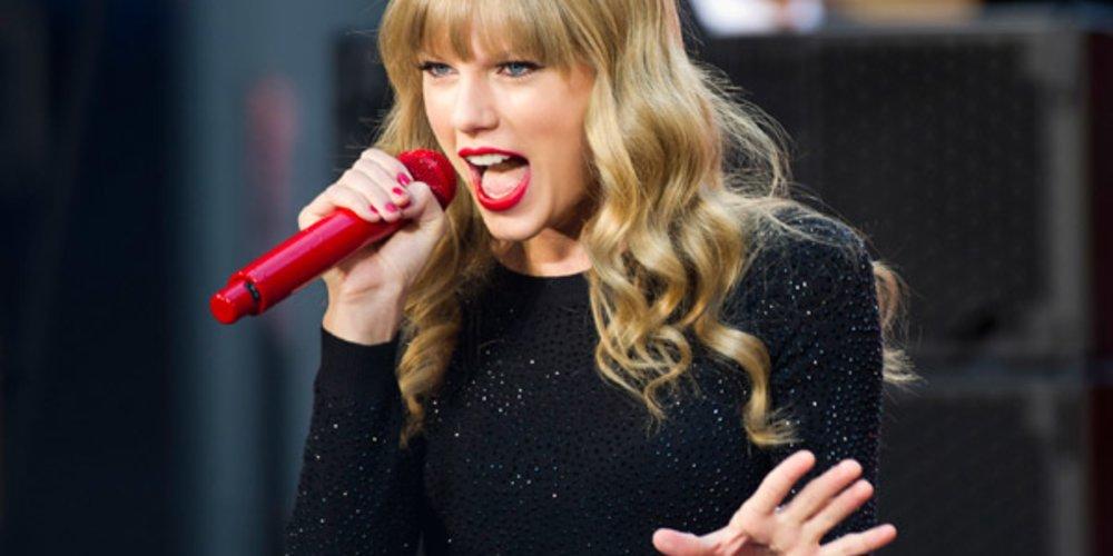 Taylor Swift mit leichten Locken