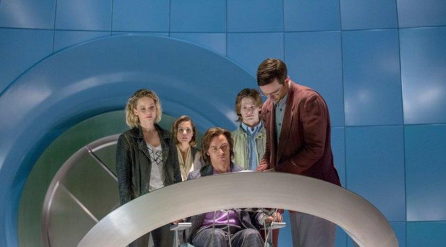 """Jennifer Lawrence (l-r), Rose Byrne, James McAvoy, Lucas Till und Nicholas Hoult in """"X-Men: Apocalypse""""."""