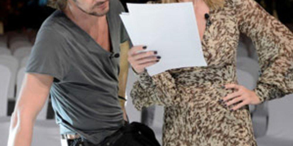 Nur wer ein Foto von Modelmama Heidi Klum bekommt schafft es in die nächste Runde der Castingshow. Die Jury sortierte gleich zu Beginn der neuen Staffel kritisch aus.