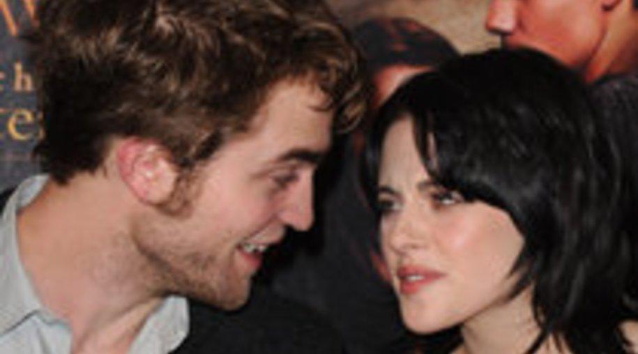 Robert Pattinson und Kristen Stewart halten Händchen