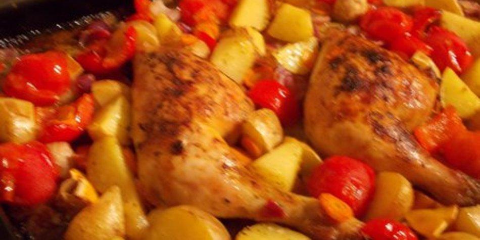 Hähnchenschenkel mit Rosmarinkartoffeln und Schmorgemüse