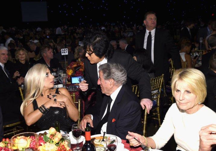 Lady Gaga geht zu Tisch