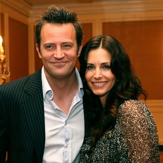 "BEVERLY HILLS, CA - MAY 10: Actor Matthew Perry and actress Courteney Cox Arquette mingle at the AFI Associates luncheon honoring Hollywood's Arquette family with the 6th Annual ""Platinum Circle Award"" held at the Regent Beverly Wilshire Hotel on May 10, 2006 in Beverly Hills, California. (Photo by Kevin Winter/Getty Images for AFI)"