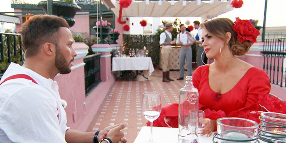 """Domenico und Jessica führen ein sehr offenes und ehrliches Gespräch miteinander.    Verwendung der Bilder für Online-Medien ausschließlich mit folgender Verlinkung:""""Alle Infos zu """"Die Bachelorette"""" im Special bei RTL.de: http://www.rtl.de/cms/sendungen/show/die-bachelorette.html"""