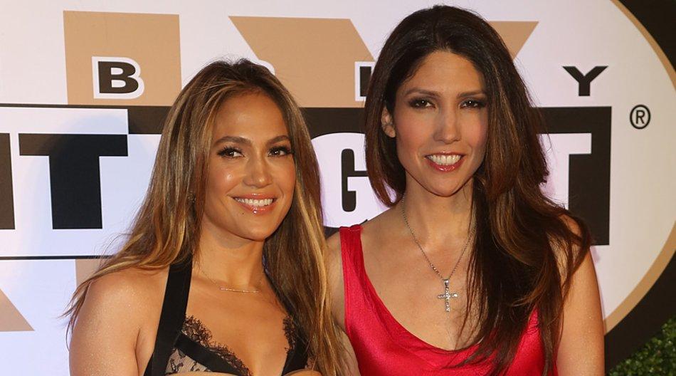 Bei einer Charity Gala strahlten Jennifer Lopez und ihre jüngere Schwester Lynda um die Wette.