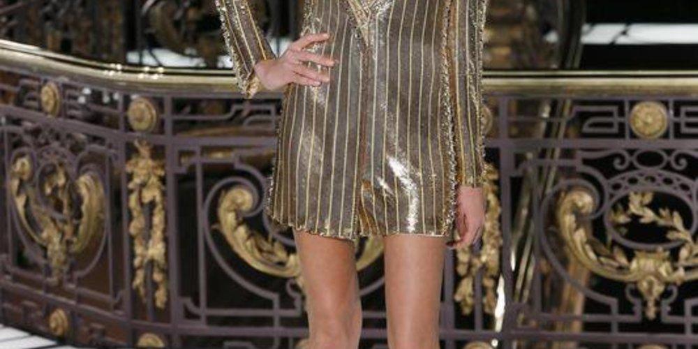 Atelier Versace präsentiert Spring/Summer 2013 Haute Couture Kollektion in Paris inklusive einem Blazer
