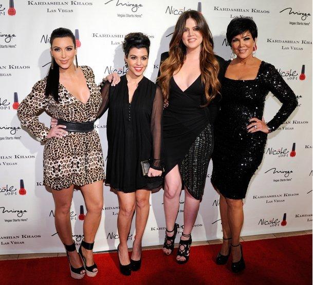 Khloé Kardashian mit ihrern Schwestern und ihrer Mutter.