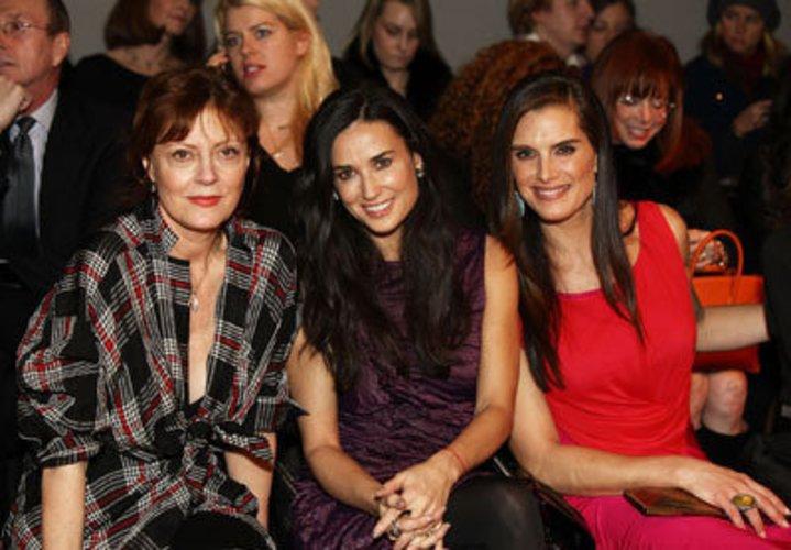 Demi Moore, Brooke Schields und Susan Sarandon auf einer Donna Karan Fashion Show