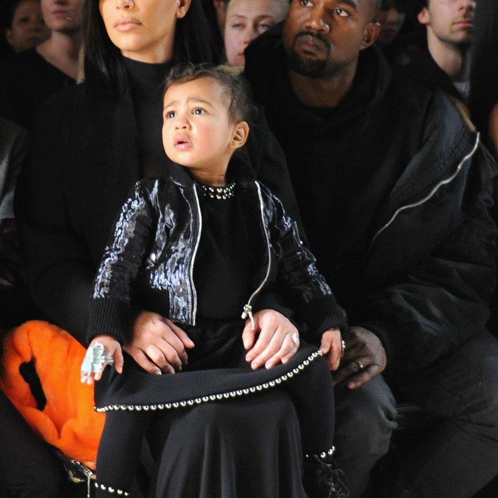 Kim Kardashian lässt North mit Tygas Sohn spielen