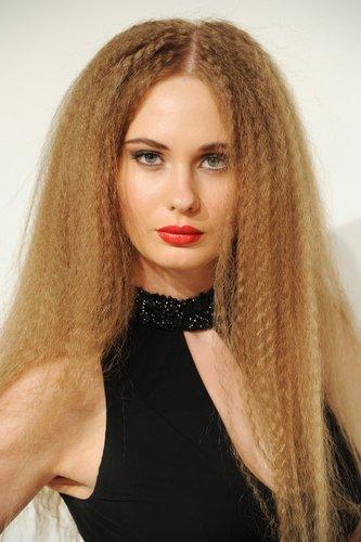 Krause blonde Haare