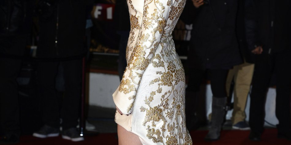 Katy Perry zeigt sich als goldener Käfigvogel