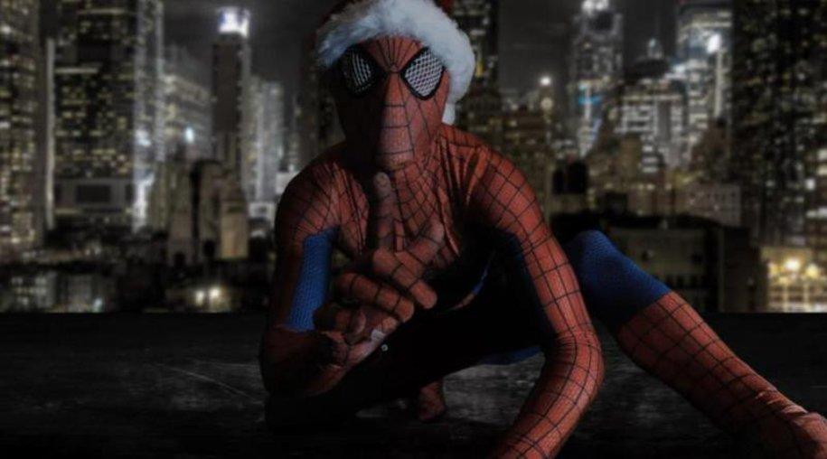 Spiderman wünscht krebskranken Kindern frohe Weihnachten