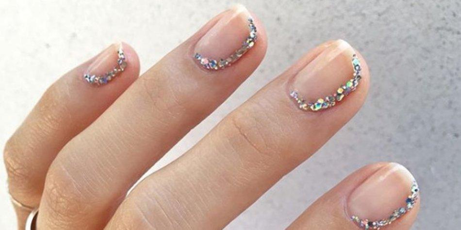 Sideway_French_Nails