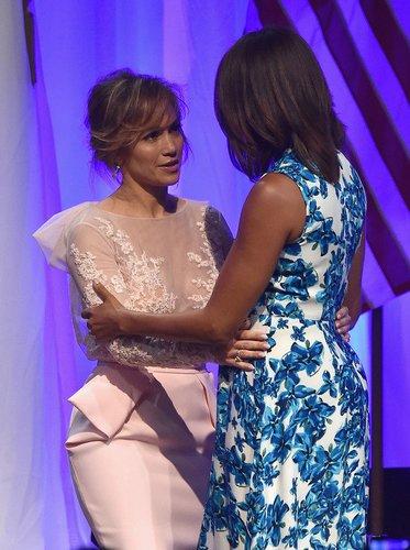 Jennifer Lopez mit der Präsidentengattin