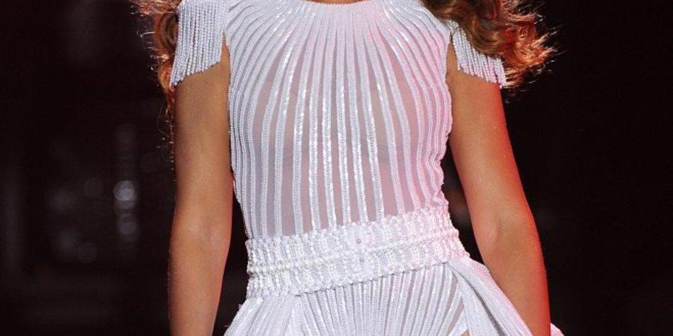 Beyoncé bekommt einen Po-Klaps von einem Fan