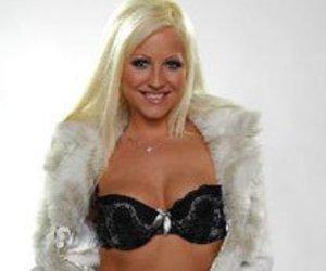 Big Brother 10: Lilly Love zeigt Robert ihre Striptease-Qualitäten