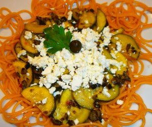 Spaghetti mit Zucchini und Schafskäse
