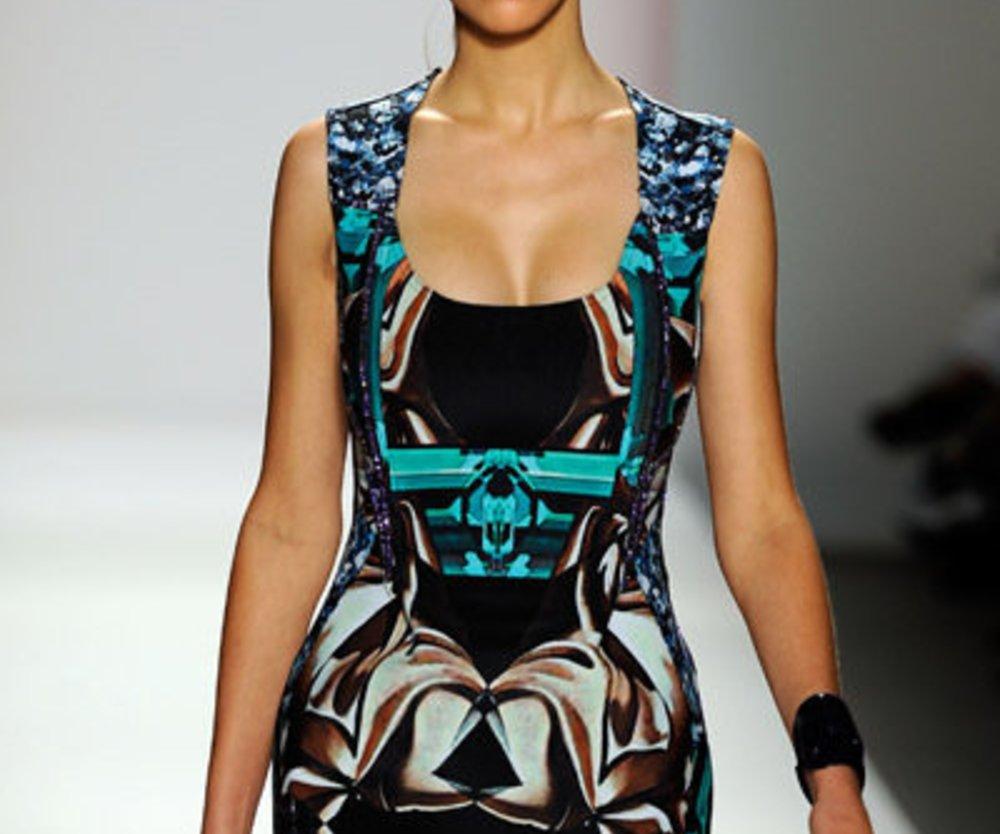 Toll gemustertes Minikleid von Michael Angel auf der Fashion Week New York
