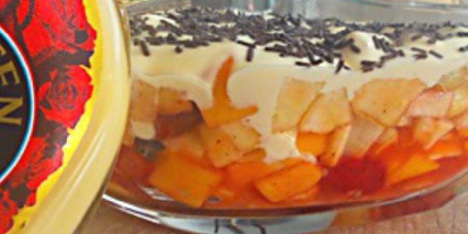 Verpoorten-Joghurt-Traum auf Fruchtcocktail