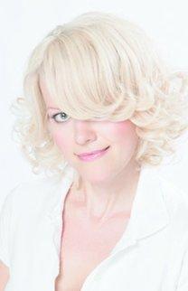 Blonder Lockenbob