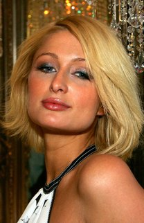 Long Bob mit Volumen bei Paris Hilton