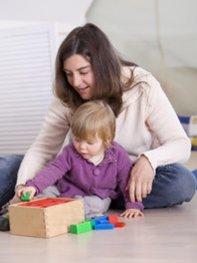 Dein Kind entwickelt nach der Babyphase ein fantasievolleres und vielfältigeres Spielverhalten.