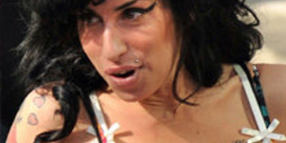 Amy Winehouse geht unter die Designer und macht eine Modelinie mit PP