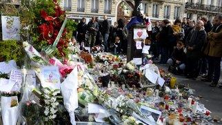 Blumen für die Opfer der Paris-Anschläge