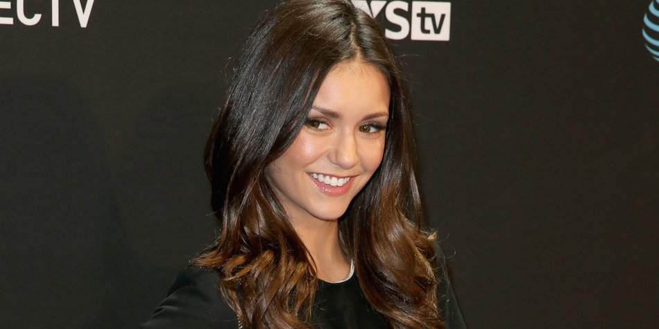 Nina Dobrev Vampire Diaries Star Verliebt Desiredde