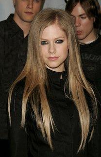 Avril Lavigne im Sleek Look