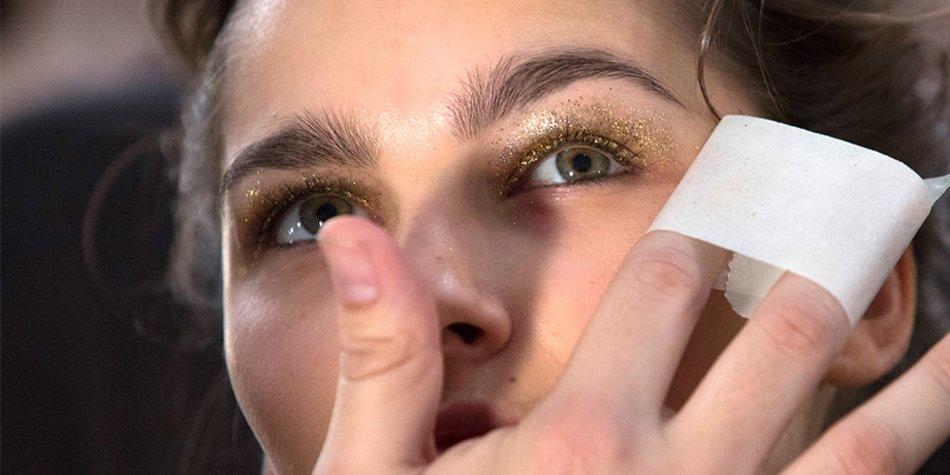 Buschige Augenbrauen