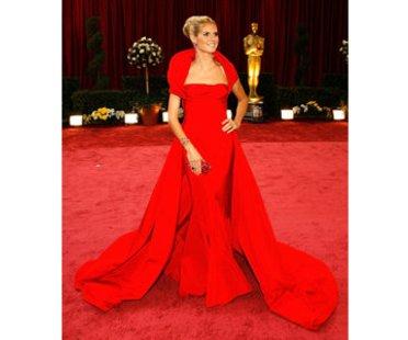 Heidi Klum in rotem Kleid von Roberto Cavalli auf dem roten Teppich