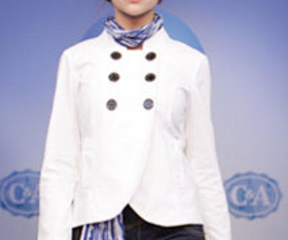 C&A Model in weißen Maritin-Look für die Modesainson Spring 2009