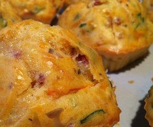 Herzhafte Muffins mit Lauchzwiebeln und Fetakäse