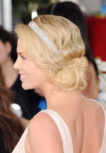 Charlize Theron mit Haarknoten
