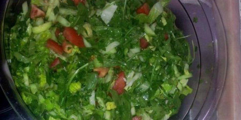 Grüner Salat zum Grillen