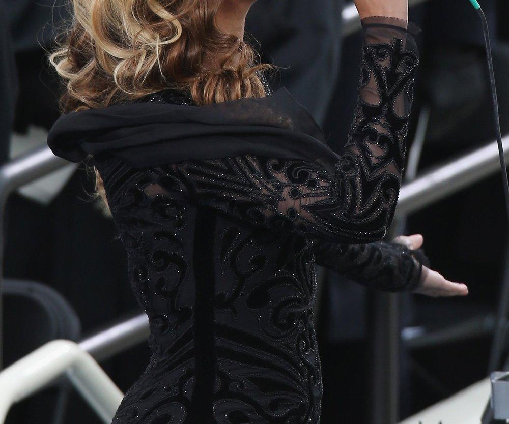 Beyonce steht zu ihrem Playback-Auftritt